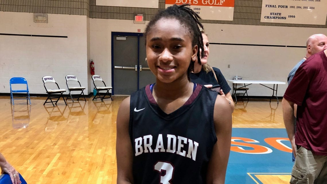 O'Mariah Gordon's Personality Shines on Court, Living Room Stage