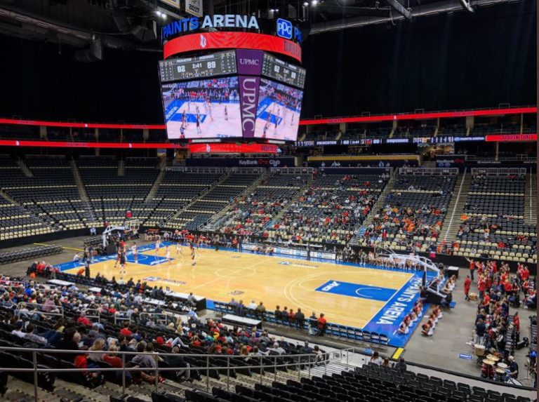 PPG Paints Arena enjoyed a doubleheader of the Duquesne men's and women's basketball teams Tuesday, with the school going 1-1 in those games.