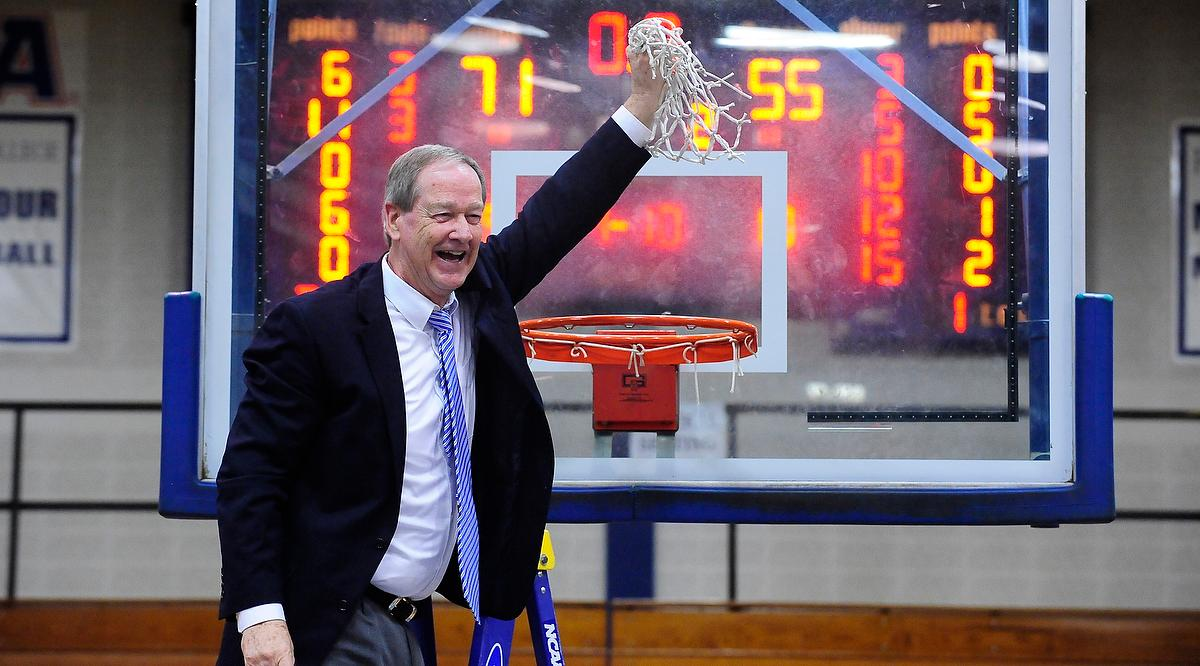 Franklin & Marshall men's basketball coach Glenn Robinson, the winningest Division III coach ever with 967 victories, announced his immediate retirement.