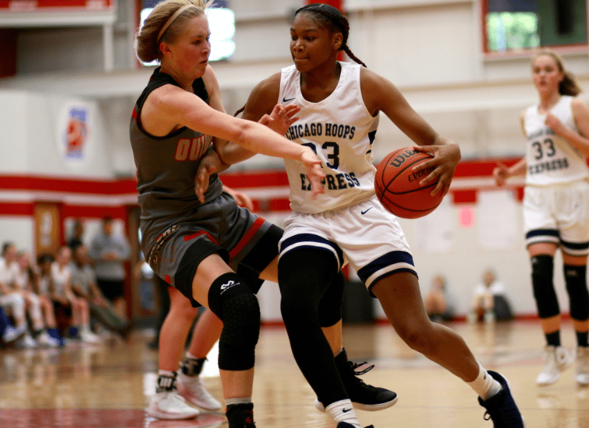 Makiyah Williams (23) driving to the hoop. Photo: CHE